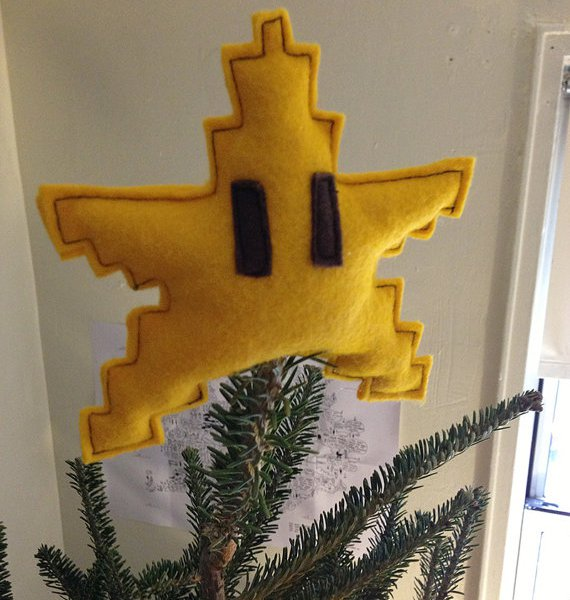 mario-star-christmas-tree-topper-geek-decor-1